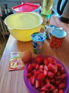 ingredience na jahodový koláč, recept na piknik